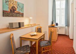 Familienzimmer Typ 2 Saphir Essbereich - Urlaubshotel Strandvilla Imperator mit Ferienwohnungen und Zimmern im Seebad Bansin auf Usedom