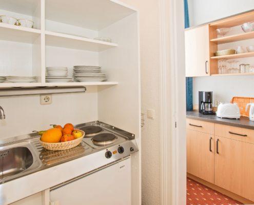 Familienzimmer Typ 2 Smaragd Küche - Urlaubshotel Strandvilla Imperator mit Ferienwohnungen und Zimmern im Seebad Bansin auf Usedom