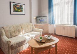 Familienzimmer Typ 2 Smaragd Wohnbereich 2 - Urlaubshotel Strandvilla Imperator mit Ferienwohnungen und Zimmern im Seebad Bansin auf Usedom