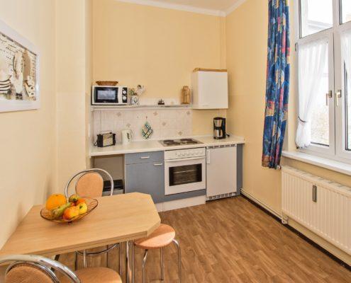 Ferienwohnung Opal Bad Küche 1 - Urlaubshotel Strandvilla Imperator mit Ferienwohnungen und Zimmern im Seebad Bansin auf Usedom