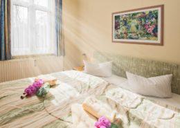 Ferienwohnung Opal Schlafzimmer 1 - Urlaubshotel Strandvilla Imperator mit Ferienwohnungen und Zimmern im Seebad Bansin auf Usedom