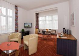 Ferienwohnung Rosenquarz Wohnbereich 2 - Urlaubshotel Strandvilla Imperator im Seebad Bansin auf Usedom