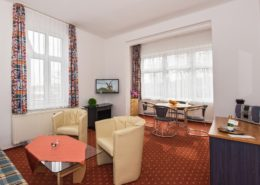 Ferienwohnung Rosenquarz Wohnbereich 1 - Urlaubshotel Strandvilla Imperator im Seebad Bansin auf Usedom