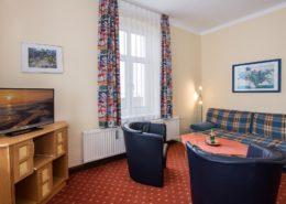 Ferienwohnung Waldrand Wohnbereich 2 - Urlaubshotel Strandvilla Imperator mit Ferienwohnungen und Zimmern im Seebad Bansin auf Usedom