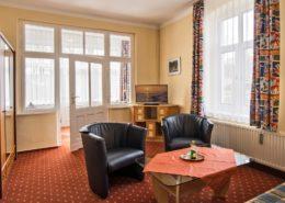 Ferienwohnung Waldrand Wohnbereich 1 - Urlaubshotel Strandvilla Imperator mit Ferienwohnungen und Zimmern im Seebad Bansin auf Usedom