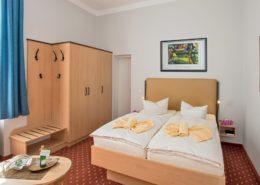 Villa Imperator Familienzimmer Typ 2 WohnSchlafraum - Urlaubshotel Strandvilla Imperator mit Ferienwohnungen und Zimmern im Seebad Bansin auf Usedom