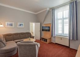 Familienzimmer Amethyst Wohnbereich 1 - Urlaubshotel Strandvilla Imperator im Seebad Bansin auf Usedom