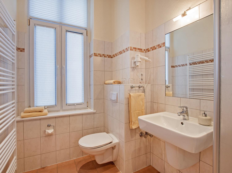 Familienzimmer Rubin Bad 1 - Urlaubshotel Strandvilla Imperator in Bansin auf Usedom