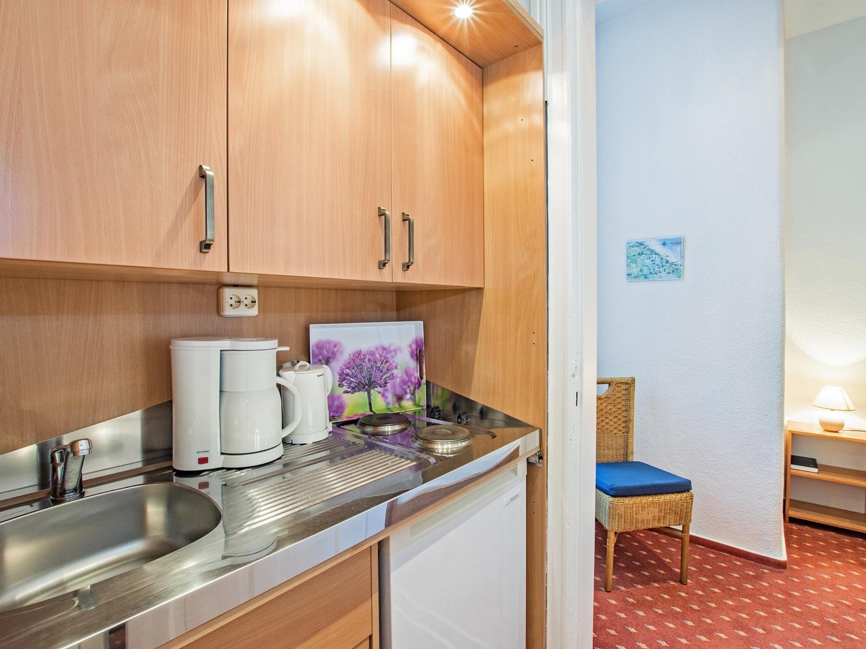 Familienzimmer Rubin Küche 1 - Urlaubshotel Strandvilla Imperator mit Ferienwohnungen in Bansin auf Usedom