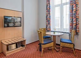 Familienzimmer Rubin Wohnbereich 1 - Urlaubshotel Strandvilla Imperator in Bansin auf Usedom