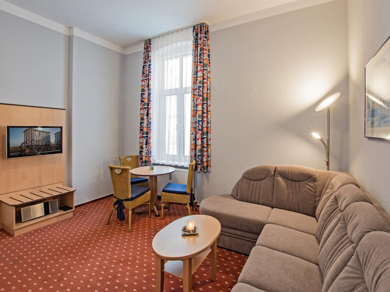 Familienzimmer Rubin Wohnbereich 3 - Urlaubshotel Strandvilla Imperator in Bansin auf Usedom