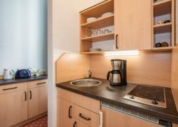 Familienzimmer Saphyr Küche 1 - Urlaubshotel Strandvilla Imperator im Seebad Bansin auf Usedom