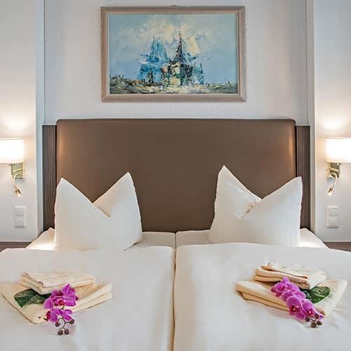 Bernstein Schlafbereich Blick auf das Bett
