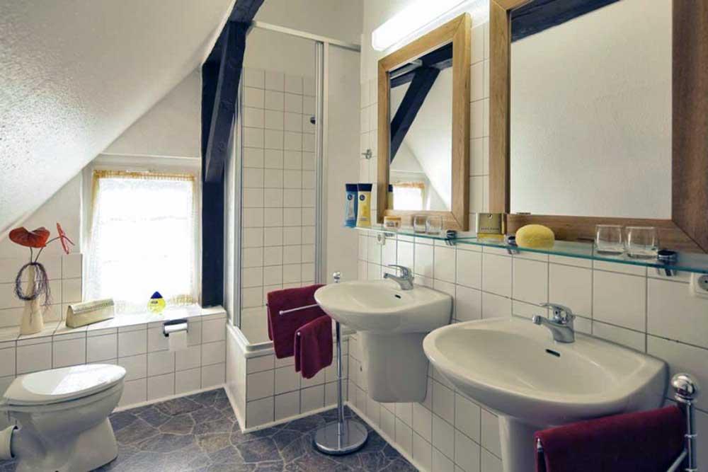 Ferienwohnung Aquamarin Badezimmer