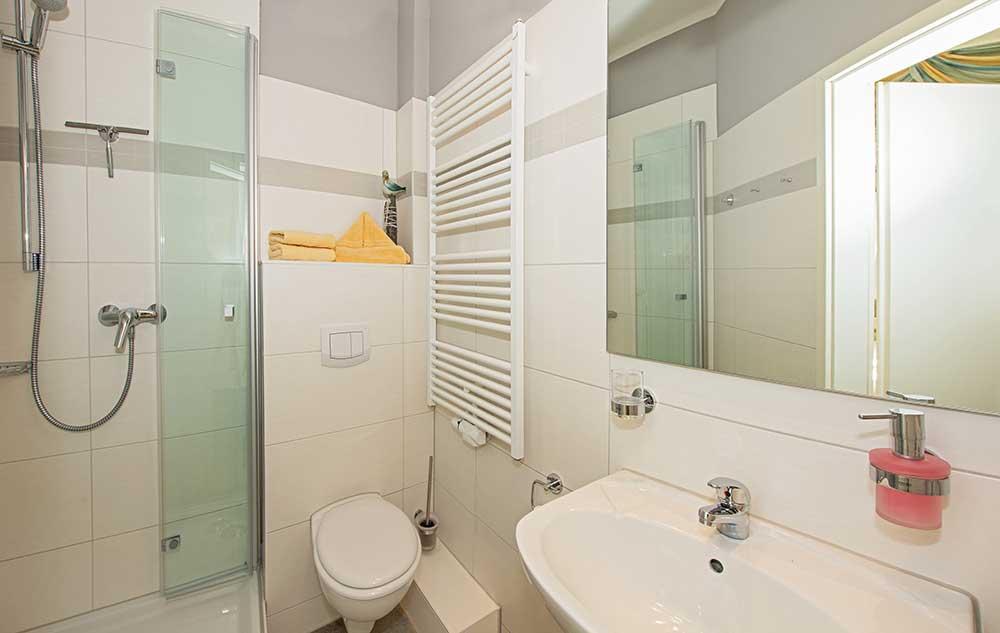 Doppelzimmer Komfort Badezimmer