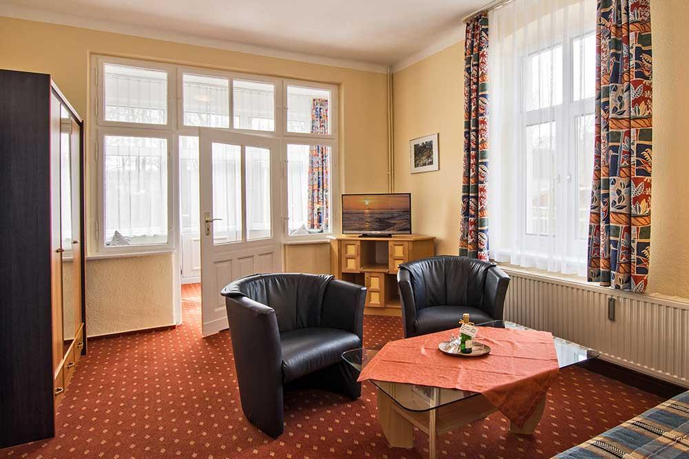 Waldrand Wohnzimmer Ferienwohnung Seebad Bansin